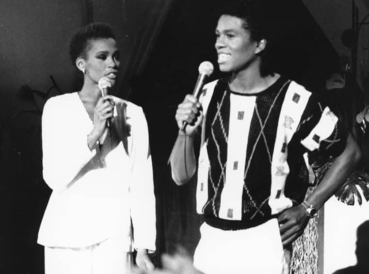1984. Whitney Houson och Jermaine Jackson repar inför ett framträdande i CBS. Foto: Marty Lederhandler/AP