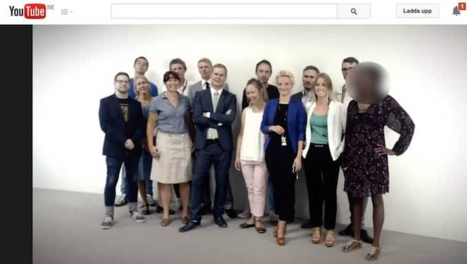 Sparkade MP-kvinnan (längst till höger) erbjöds att passa Fridolins barn. Här syns hon med bland annat Gustav Fridolin och Åsa Romson. Foto: Youtube