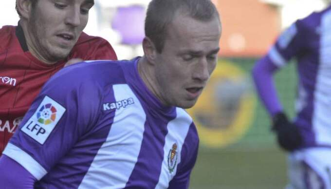 Larsson i Valladolids tröja.