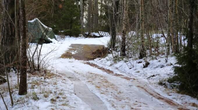 Här är platsen där bussen som kopplas till utredningen hittats. Foto: Janne Åkesson/Swepix