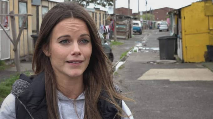 """""""Allt riskerade att bli inställt på grund av våldsamma demonstrationer i området. Demonstrationerna handlade om ett bostadsbygge, som låg ett par kvarter ifrån Project Playground i Langa, som väckte starka känslor bland många i området"""", säger SVT:s producent Sara Bull. Foto: SVT"""