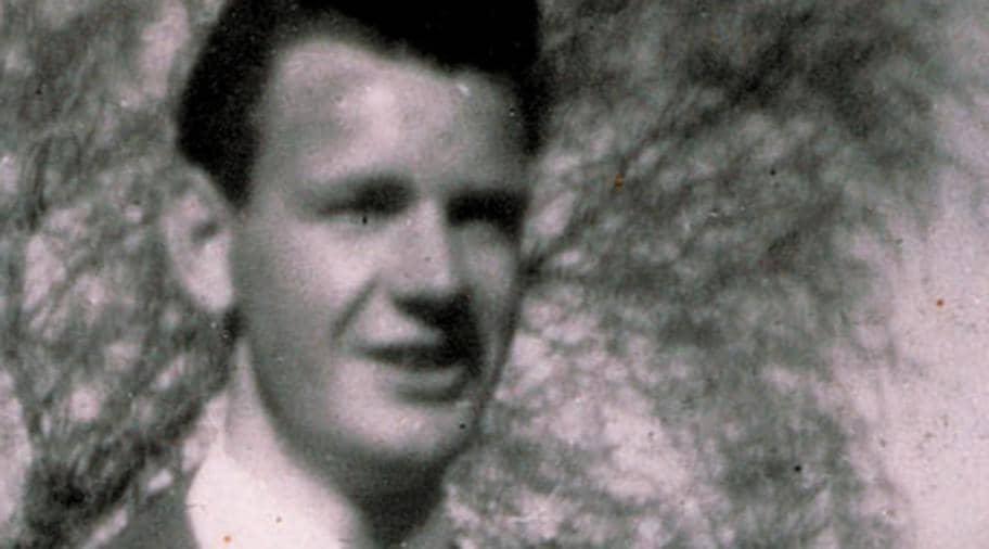 """Oredsson ledde NRP i decennier Efter kriget. 1956 grundades Nordiska rikspartiet (NRP) som blev en förmedlande länk mellan mellankrigstidens nazistpartier och den moderna """"vitmaktrörelsen"""". Partiledare var Göran Assar Oredsson med undantag för 1975-78 då hans fru Vera vikarierade. NRP lades ned 2009. Under 1991 gjorde sig gruppen Vitt ariskt motstånd (VAM) känd genom ett uppmärksammat bankrån. Samtidigt förekom attentat mot flyktingförläggningar"""