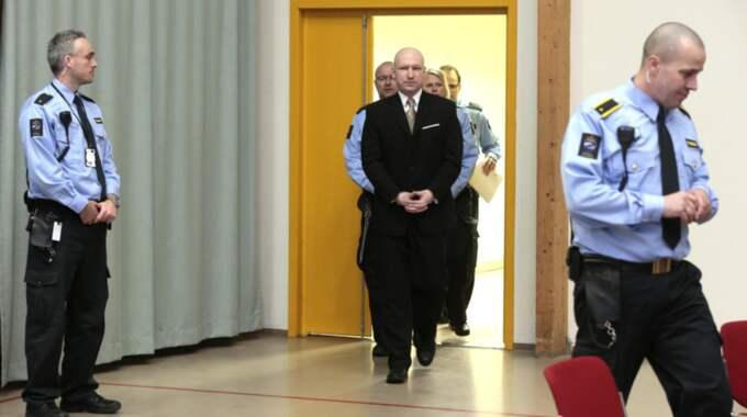Breivik har stämt den norska staten för behandlingen i fängelset. Foto: NTB/TT
