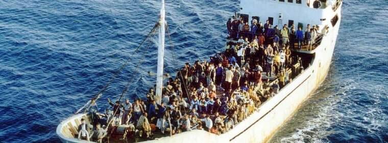 Människosmuggling. Om Sverige som enda land i Europa beviljar PUT till alla syrier samtidigt som vi håller den legala vägen hit stängd så är det att be om människosmuggling. Foto: Antonino D'Urso/AP