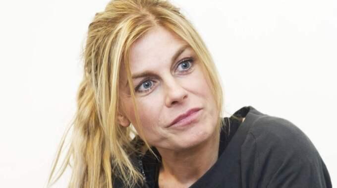 Pernilla Wahlgren vädrar ut sin ilska mot alla sms vid jul och nyår. Foto: Olle Sporrong