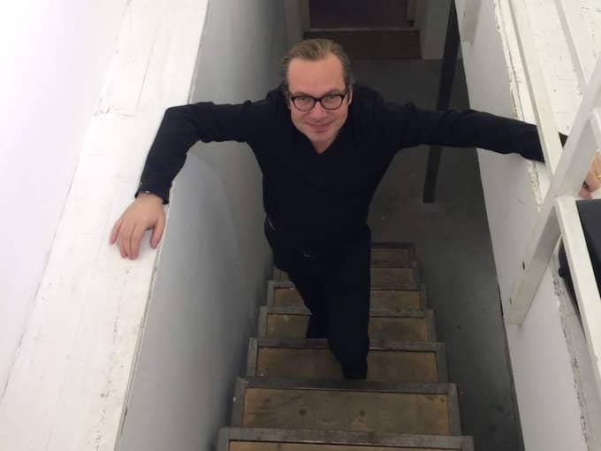 """På nya vägar. På lördagskvällen stängde galleri Rönnquist & Rönnquist ned. Hoten efter utställningarna med Lars Vilks och Dan Park blev för många. """"Det har varit en stor press på mig"""", säger Henrik Rönnquist. Foto: Magnus Andersson"""
