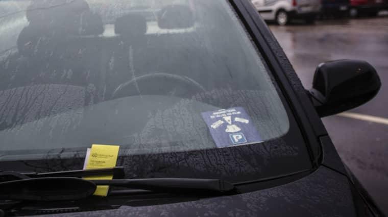 Västsvenskarna har 130 miljoner kronor i skulder för obetalda parkeringsavgifter, enligt Kronofogdens statistik. Foto: Henrik Jansson