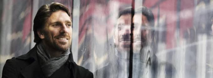 åter till USA. För att kunna spela ishockey på artistkontrakt i Sverige måste Henrik Lundqvist först spendera mer tid utanför landet. Han överväger därför att åka tillbaka till New York. Foto: JAN WIRIDéN Foto: Jan Wiriden