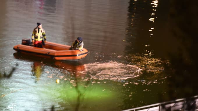 Personalens fokus låg istället på det fartyg som passerade bron. Foto: Pontus Stenberg
