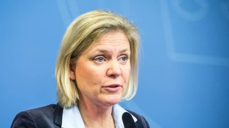 Regeringen har tidigare sagt att en ny bankskatt väntas ge cirka fyra miljarder kronor till statskassan. Magdalena Andersson öppnar nu för att det kan bli mer än så. Foto: Pelle T Nilsson/AOP-IBL