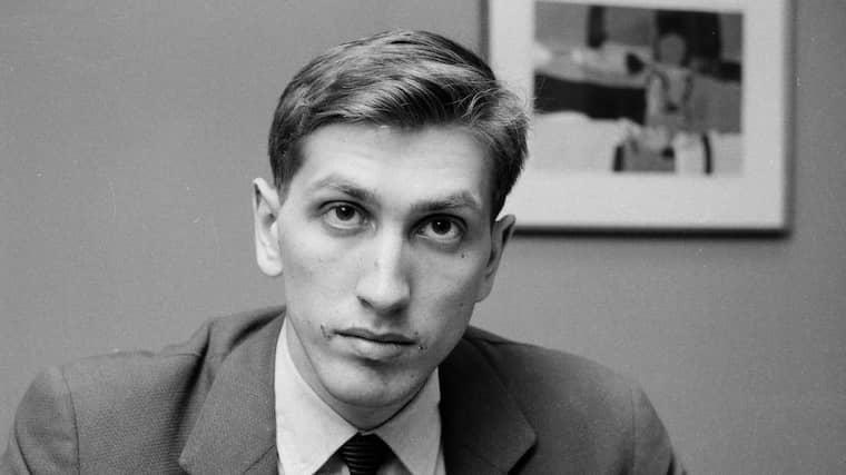 En tung pjäs. Bobby Fischer, på bilden 19 år gammal, är historiens mest kände schackspelare. Foto: John Lent