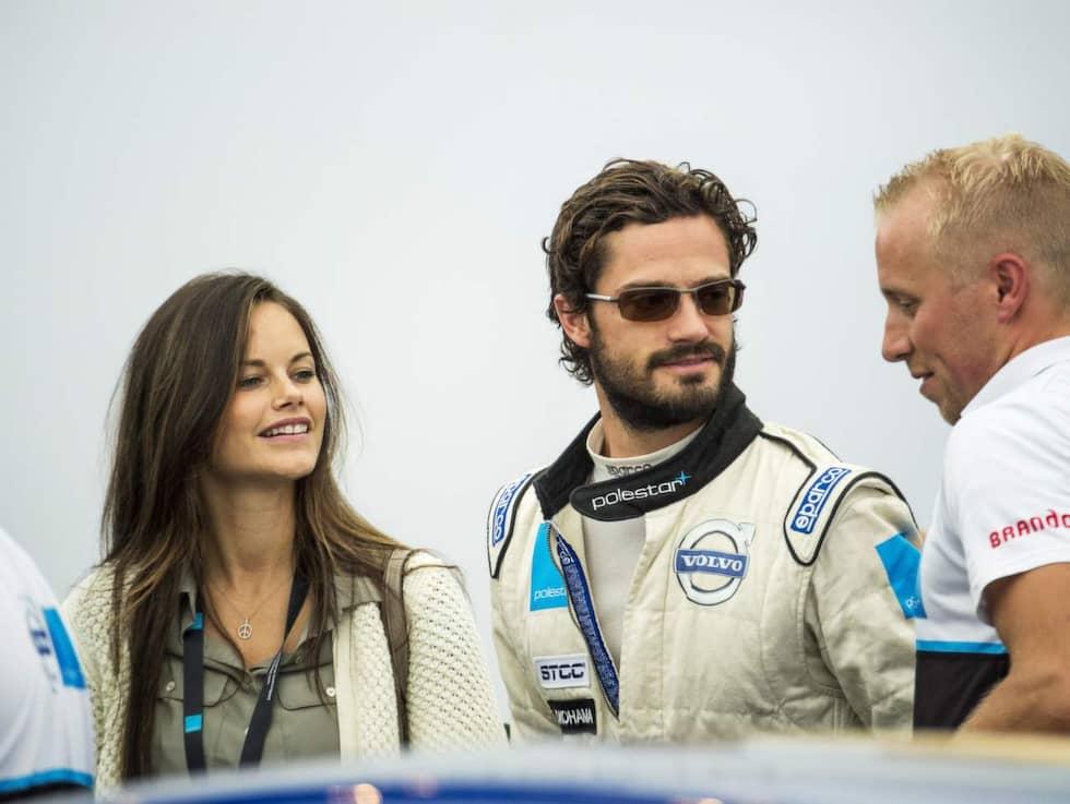 Prins Carl Philip tävlade i racer-tävlingen STCC – fästmön Sofia Hellqvist var där och gav stöd. Foto: Suvad Mrkonjic