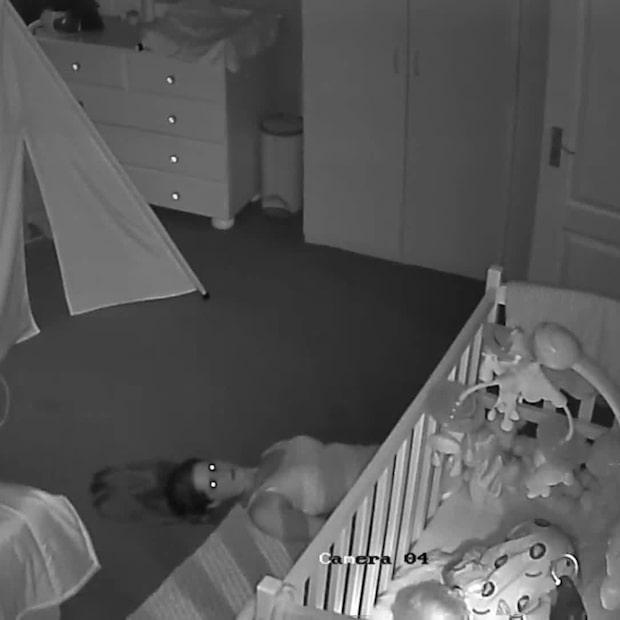 Mörkerkameran avslöjar mammans desperata trick
