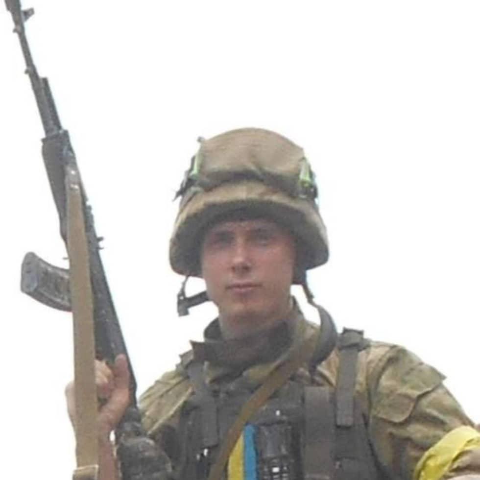 HENRIK FRIDÉN, 20, KÄTTILSTORP BAKGRUND: Ostraffad. Uppgift: Har tillsammans med sin bror Patrik Fridén tillhört Aidars väpnade styrkor. Han har bland annat postat flera bilder på Facebook där han poserar i full stridsutrustning framför de ukrainska färgerna. Foto: Privat
