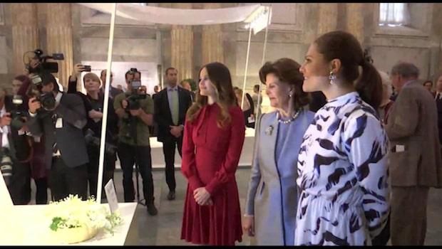 Silvia invigde utställningen om klänningarna