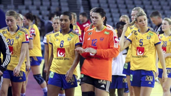 Svenska landslaget efter förlusten mot Montenegro. Foto: Aleksandar Djorovic / Tt