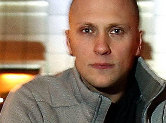 """""""Parlamentet""""-stjärnan Magnus Betnér, 34, har bara haft sex med tjejer. Men nu berättar han att han är bisexuell. Foto: Jan Wiriden"""