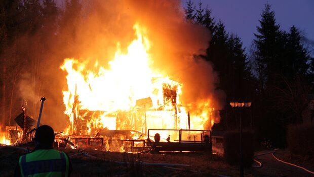 Familj på utflykt – huset brann ner