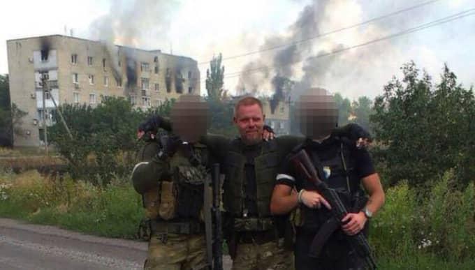 Marinka, Ukraina. Svenske Mikael Skillt (i mitten) hävdar att han dödade ett 20-tal människor i de blodiga striderna när Azovbataljonen försökte återfå kontrollen över staden i östra delarna av landet. Foto: Privat