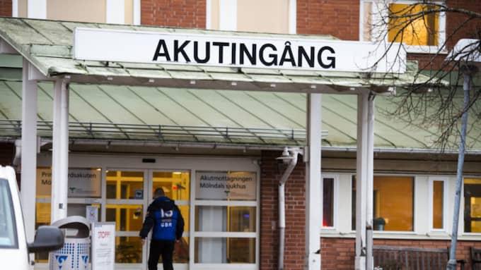En man kom själv in till Mölndals sjukhus på fredagsmorgonen med skadad hand. Foto: Robin Aron