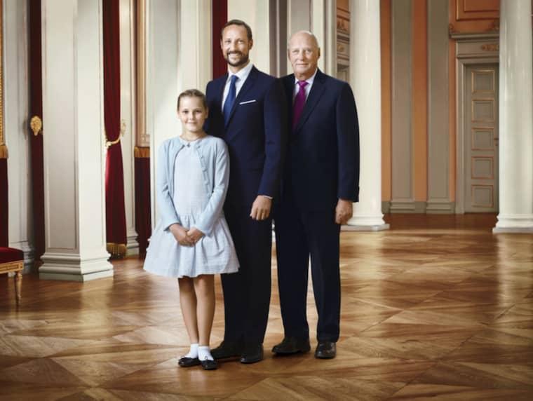 Den speciella bilden visar tre generationer kungligheter: Kung Harald, kronprins Haakon och prinsessan Ingrid Alexandra av Norge. Foto: Jørgen Gomnæs, Det kongelige hoff