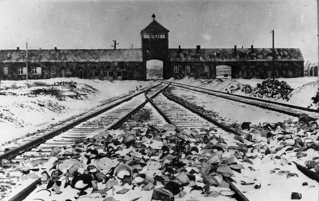 Ankomsten till koncentrationslägret