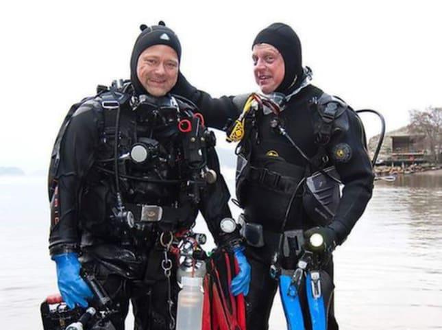 Undervattensfotografen och marinbiologen Klas Malmberg och biologen Kennet Lundin har precis stigit upp ur Gullmarsfjorden där de djupdykt efter nakensnäckor