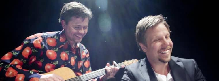 """GENIDRAG. Fredrik och Filip engagerar publiken i premiären av showen """"Jakten på den försvunna staden"""". Foto: JOHAN GUNSÉUS/SYNK"""
