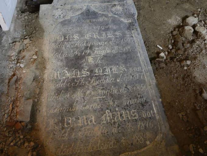 HÅRD UPPTÄCKT. Så här såg gravstenen ut. Foto: Lasse Svensson