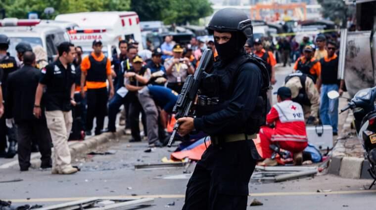 Mellan tio och 14 beväpnade personer tros ligga bakom attacken, uppger Metro TV som citeras av Reuters. Foto: Oscar Siagian/Getty Images
