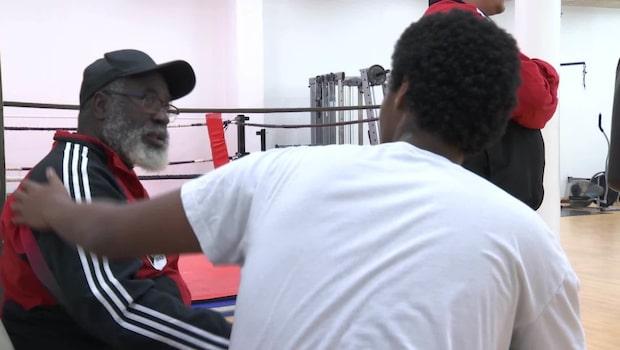 Boxningstränaren Dallas tillbaka efter stroken