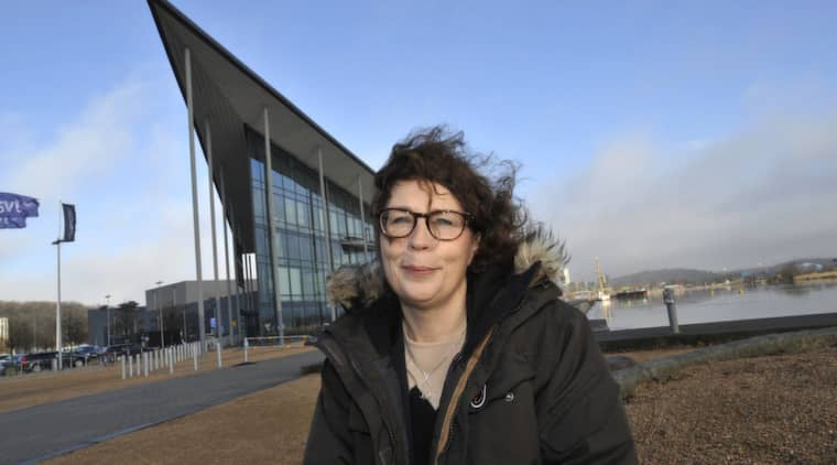 Nina Glans, områdeschef för Sveriges Radio i Västsverige utanför Kanalhuset i Göteborg. Foto: Roger Lundsten
