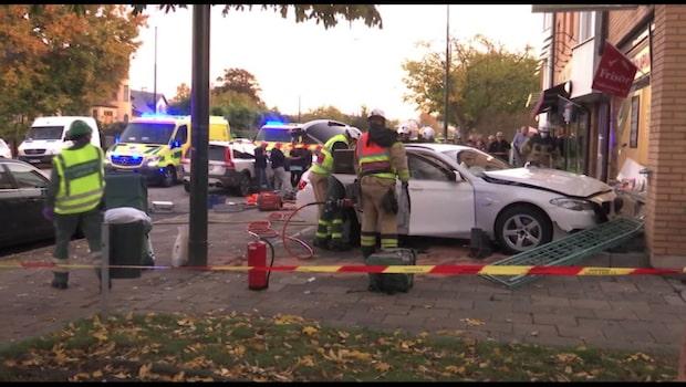 Bil kraschade in i frisersalong