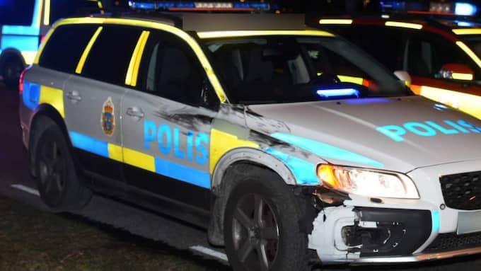 En man och en kvinna blev påkörda av en polisbil vid ett övergångsställe på onsdagskvällen. Mannen avled senare och kvinnans tillstånd är allvarligt. Foto: André Tajti