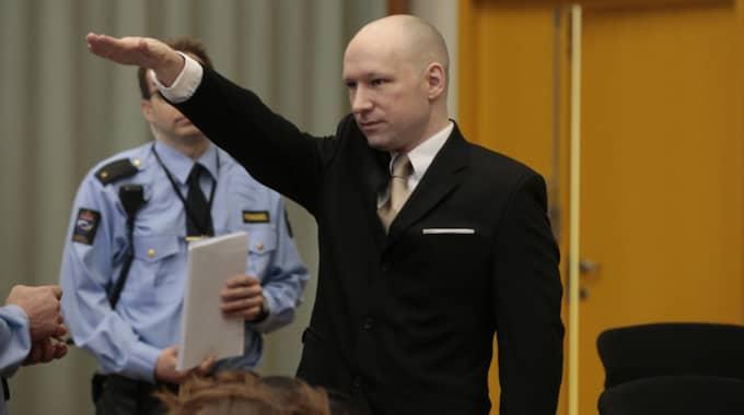 Breivik inledde rättegången med en nazisthälsning. Foto: Åserud, Lise