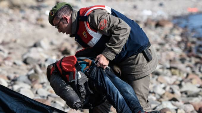 Minst 37 personer dog när en flyktingbåt sjönk utanför Turkiet. Foto: Ozan Kose