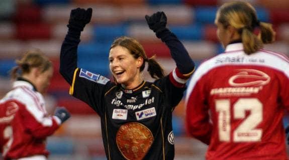 Malin Moström kommer åter att bära nummer 6 när hon gör kort comeback för Umeå. Foto: Johanna Pettersson.