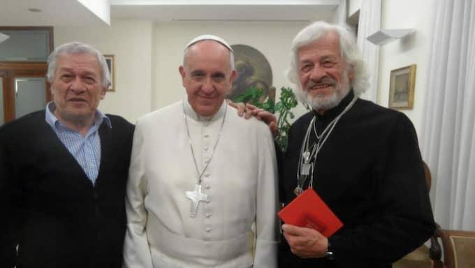 Rodolfo Luna, påve Franciskus och Carlos Luna under deras möte i Rom. Foto: Privat