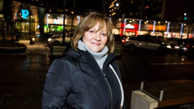 """Hanna Bitarova, 56, kock, Malmö: """"Det är ett måste. Jag förstår att det är svårt att pendla till Danmark just nu men det är oroligt i Europa och man måste ha kontroll."""" Foto: Christian Örnberg"""