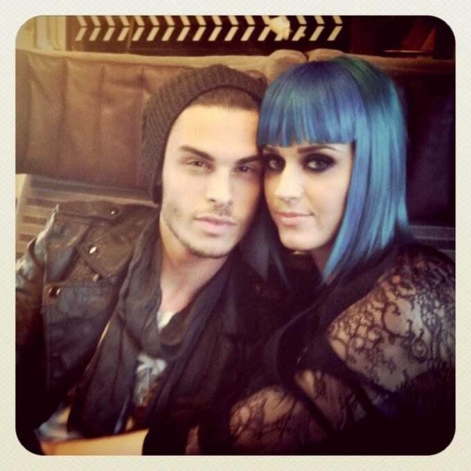 Efter separationen med Russell Brand. Katy Perry startade nya romansrykten i veckan efter att hon publicerat den här bilden på sin mikroblogg. Killen heter Baptiste Giabiconi. Foto: Planet Photos