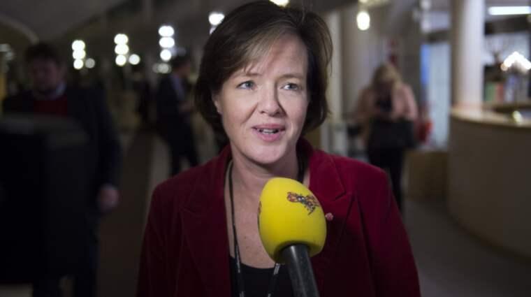 Partisekreterare Carin Jämtin håller avslutningstal på kommunkonferensen. Expressen sänder live. Foto: Sven Lindwall