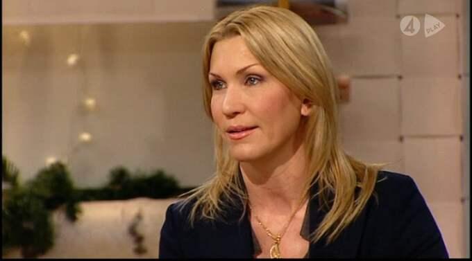 """TV4:s nyhetsankare Jenny Alversjö har fått flera hotbrev. """"Min man tog det jättehårt och köpte ett baseballträ som han la under sängen"""", säger hon. Foto: TV4"""