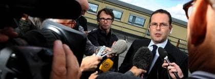 """""""DET HÄR ÄR BEVISET."""" """"Vi vill inte ha lönesänkningar"""", sa Anders Borg i SVT:s Rapport 19 maj. Men i ett internt dokument som Expressen tagit del av, avslöjar regeringen att de vill pressa ned de lägsta lönerna. Foto: Fredrik Persson / Scanpix"""