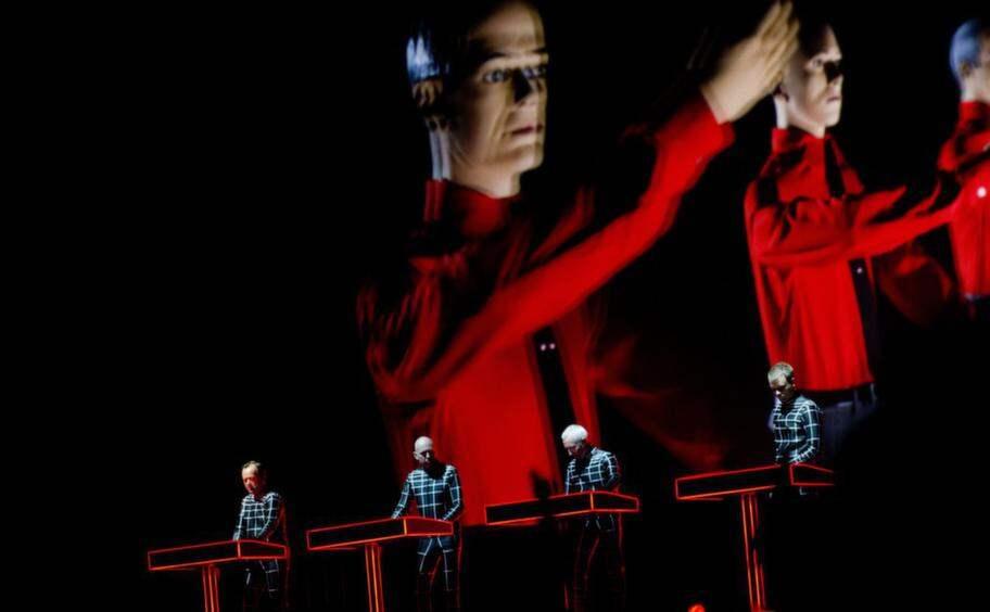 Kraftwerks 3D-show är stilren, stram och effektfull. Och även om låtlistna är utsökt så är det visuella ännu bättre. Foto: Izabelle Nordfjell