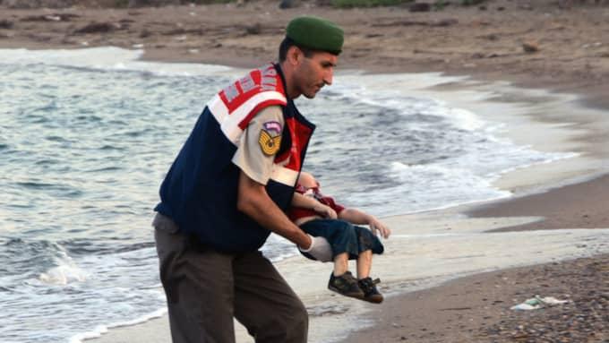 I september 2015 spolades den treårige Alan Kurdi upp på stranden på Lesbos. Bilden på honom sände chockvågor genom Europa.