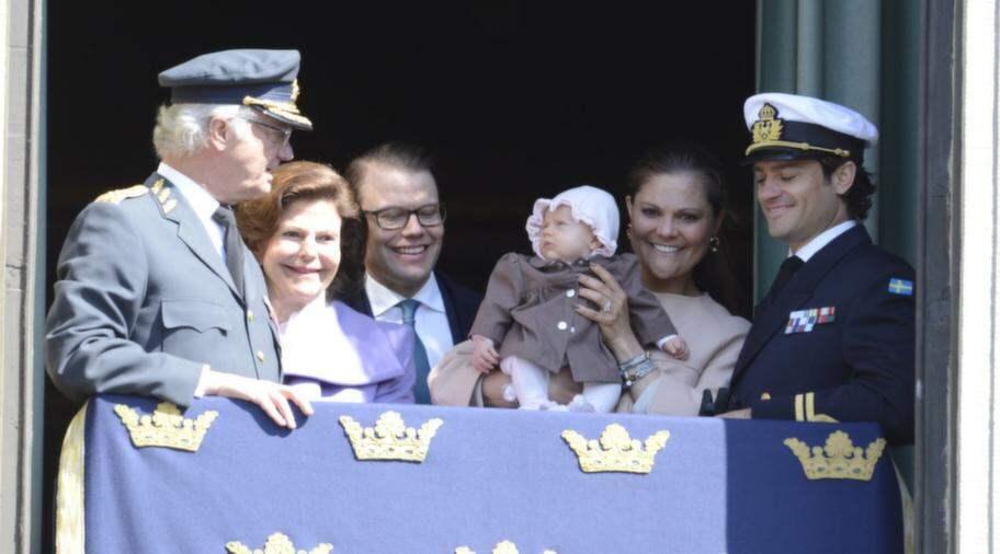 Men kungen verkade inte ta illa upp över att få dela uppmärksamheten med sitt barnbarn. Foto: Suvad Mrkonjic