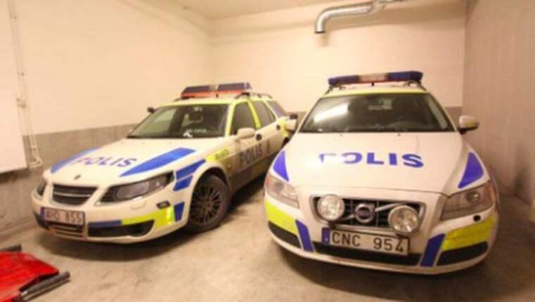 Det var i december 2014 som en grupp personer gav sig på och attackerade polisbilar i Farsta, söder om Stockholm. Foto: Polisen