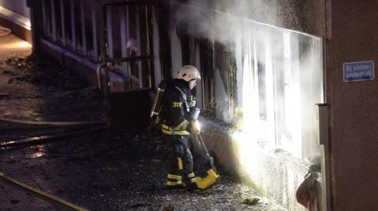 Det var på juldagen som den mycket kraftiga branden i moskén i Eskilstuna startade. Flera personer skadades när de flydde lågorna. Foto: Olle Sporrong