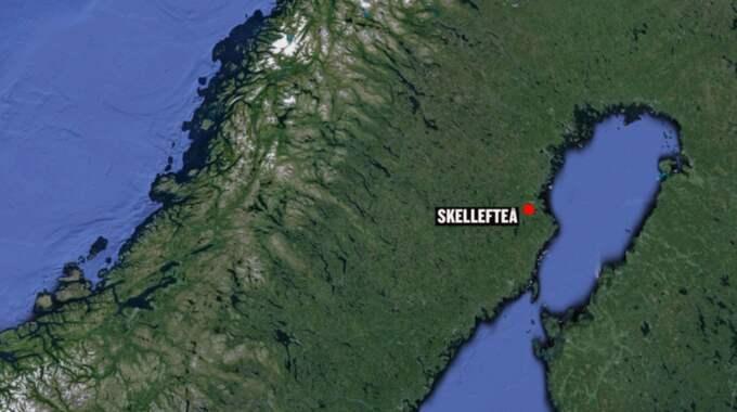 En man försökte dra in en 16-årig flicka i sin bil i Skellefteå på måndagen.