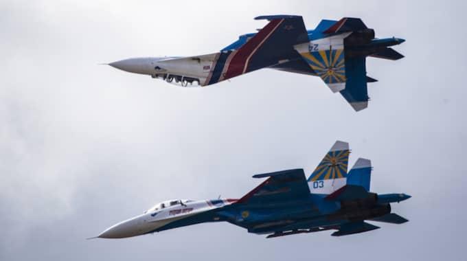 Ett ryskt jaktflygplan av typen SU-27 gjorde kraftiga undanmanövrer när det identifierades av svenska flygplan. Bilden visar SU-27 vid ett annat tillfälle. Foto: Pavel Golovkin